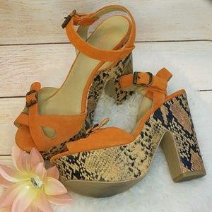 Like new Levity suede snake print heel wedges 8